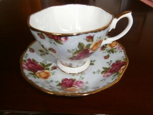SUPERB ROYAL ALBERT OLD COUNTRY ROSES BLUE DAMASK TEA CUP