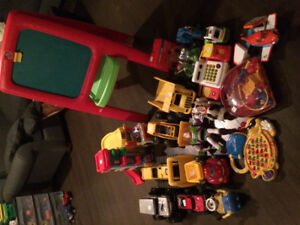 Jouets Step 2, Little People, Playskool, KNex, camion CAT...