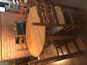 Beautiful pine table and 6 pine chairs with cane seats