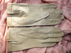 VINTAGE CREAM LEATHER GLOVES FROM GALERIES LAFAYETTE, PARIS