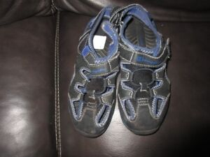 Champion sandals size 1.5 Youth