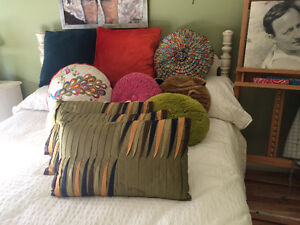 gorgeous pillows vintage and pier one collection West Island Greater Montréal image 2