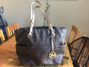 Michael Kors Purse PERFECT CONDITION cheap for a quick sale