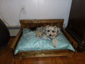 BENCH DOG BED