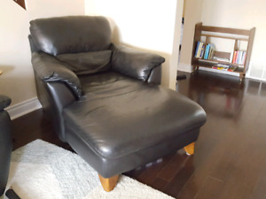Natuzzi black top grain leather chaise lounge chair
