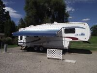 2005 Cardinal 30LE 5th Wheel with 2 Slides