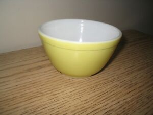 Vintage Pyrex mixing bowl # 401 smallest of primary color set