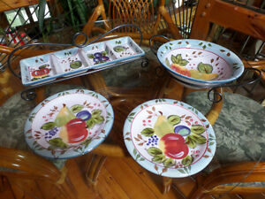 Black Forest Fruit by Heritage Mint - serving sets - great gift Sarnia Sarnia Area image 1