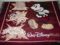 """De Disney, jetée ou couverture de lit """"Neuve""""."""