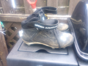 Mens size 11 soccer cleats under armour