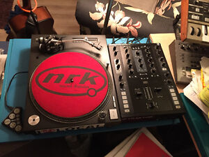 **2 X TECHNICS 1200 MK5 TURNTABLES WITH FLIGHT CASES**