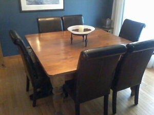 BEAUTIFUL large dining room table and LEATHER chairs