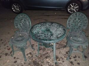 Table & 2 chairs / Tabel avec 2 chaises