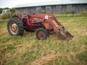 International B414 tractor and loader