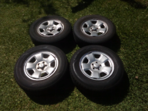 """15"""" Subaru Forester wheels with good tyres"""