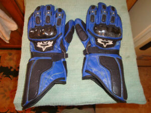 A pair of Icon motorcycle gloves, size large.