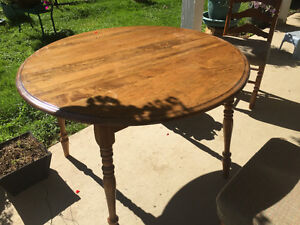 Dining table  solid walnut  4 chairs  2 ext. Leaf