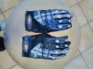 JOE ROCKET SIZE MEDIUM AND LARGE GLOVES Windsor Region Ontario image 3