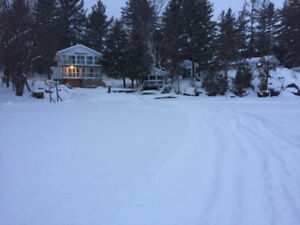 Christmas special: lakefront cottages, hot tub, sleeps 2-20