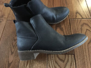 Girls classy boots from Old Navy