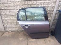 VW GOLF MK 6 DRIVERS REAR DOOR COMPELTE IN GREY