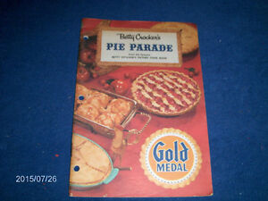 VINTAGE 1957 COOK BOOKLET-BETTY CROCKER'S PIE PARADE-GOLD MEDAL