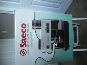 Machine à expresso Saeco.