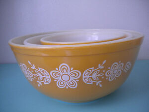 3 PYREX BUTTERFLY GOLD MIXING/NESTING  BOWLS; 401, 402 & 403