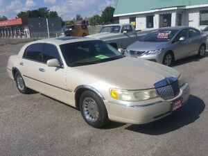 LINCOLN TOWN CAR ***  FULLU LOADED CARTIER EDITION *** $4995