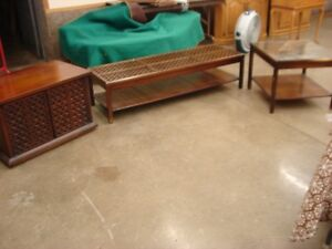 RETRO COFFEE TABLE SET WITH LATTICE EFFECT AND GLASS TOPS
