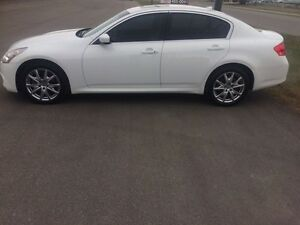 2011 infinity G37XS  AWD sedan  low kms