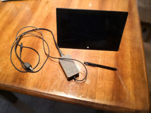 Excellent Condition Surface Pro 2 with original pen and charge