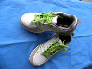 LADIES SZ.6 SAFETY SHOES