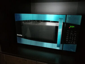 Danby Counter Top Microwave Oven, 0.9 cu. ft. - S.Steel - 900 W