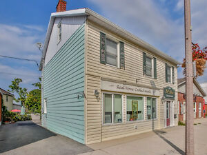 Commercial income&Beautiful 2 level apartment -Downtown Arnprior