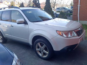 2010 Subaru Forester limited, limited with nav, $9,400 obo