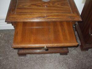 Oak bedrooom suite excellent condition London Ontario image 5