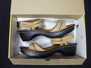 NAOT LADIES SIZE 39(8) LEATHER SANDALS NEW NIB