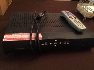 BELL SATELLITE PVR 5900 CONSOLE WITH REMOTE