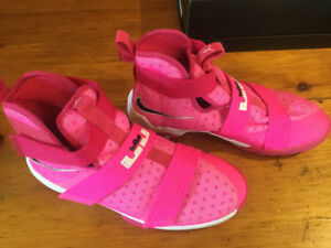 Girl's Lebron James Soldier Ten Ltd edition 6.5 youth - $30
