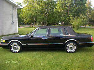 1997 Lincoln Executive Series Town Car