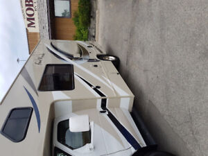 RV Class C 22 Thor Almost NEW