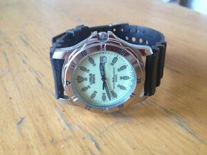 Lorus ( Seiko ) Sports  date luminous dial 50 Meter diver style