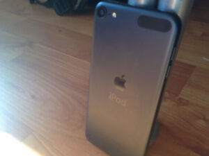Black Apple iPod Touch 5 32GB No Scratches Excellent Condition