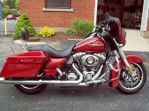 2009 HARLEY DAVIDSON STREETGLIDE, RED HOT SUNGLOW