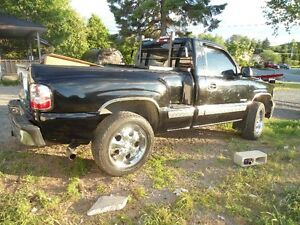 NICE 2001 CHEV 4X4 SHORT BOX STEP SIDE