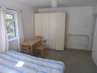 LARGE STUDIO TO RENT IN HENDON WITH SEPERATE KITCHEN