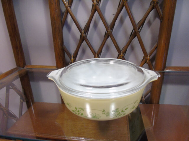 Pyrex with Lid 500 ml Shenandoh #471-B Yellow with Green Flowers