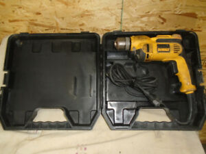 Perceuse electrique a cordon DEWALT en excellente condition