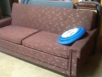 Hide-a-bed/pull-out sofa